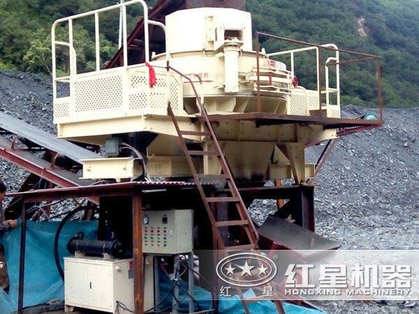 制砂机生产车间里存放的制砂机